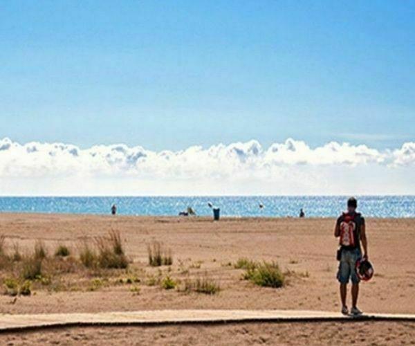 un dia en la playa de castelldefels